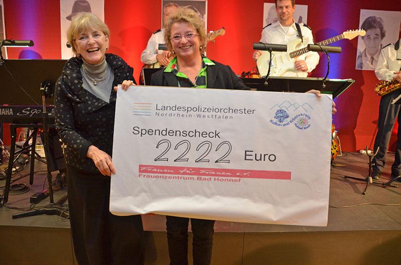 """Spendenübergabe - 2.222 Euro für Frauenhaus """"Frauen für Frauen e.V."""" in Bad Honnef"""