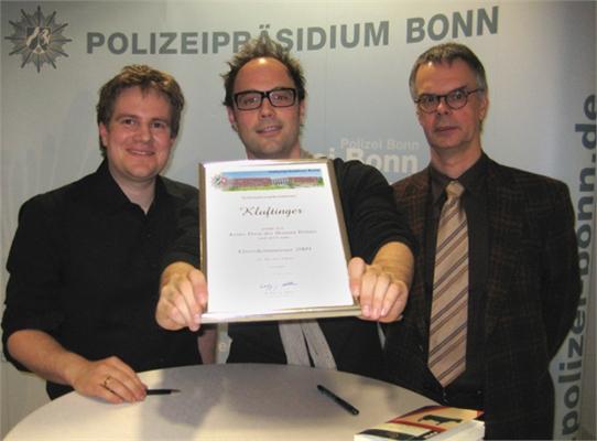 Polizeipräsident Wolfgang Albers ernennt Michael Kobr und Volker Klüpfel zu Ehrenkommissaren
