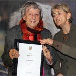 Polizeipräsidentin Ursula Brohl-Sowa ernennt Ingrid Noll zur Ehrenkommissarin
