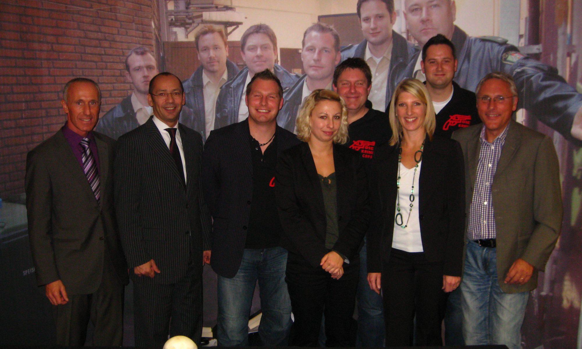 Mitglieder des Kulturvereins mit den KrimiCops aus Düsseldorf